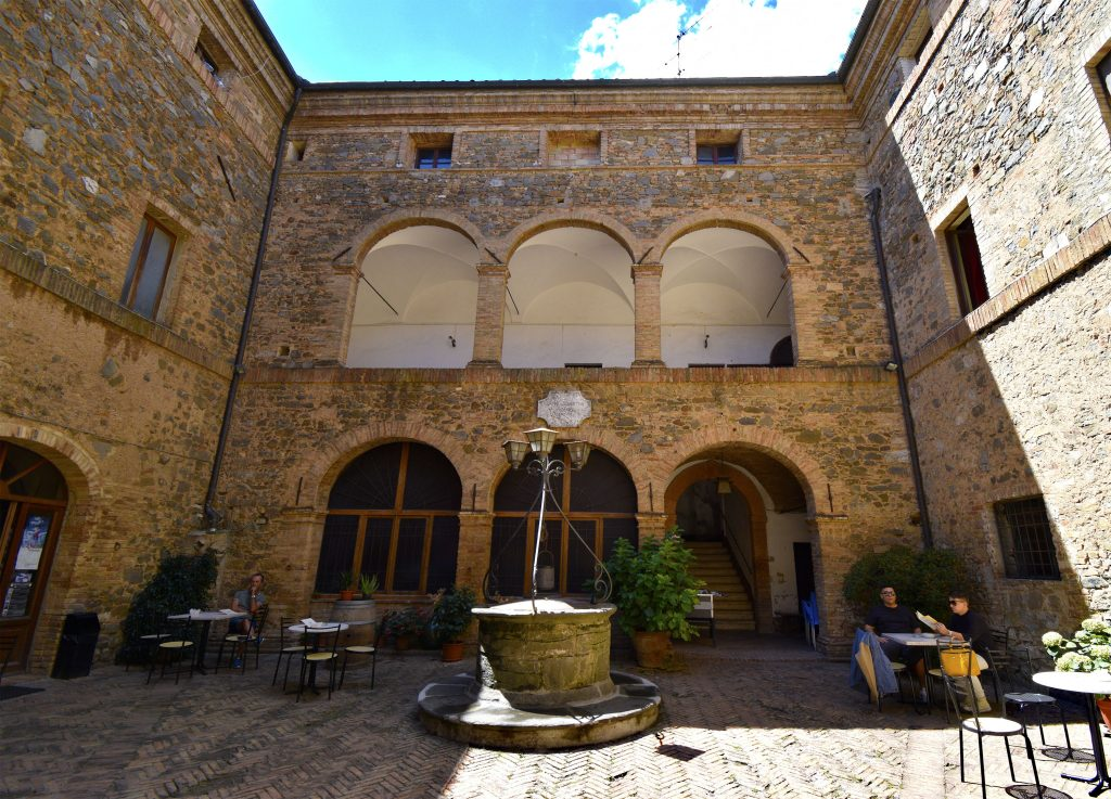 Things to Do in Montalcino - Palazzo Pieri